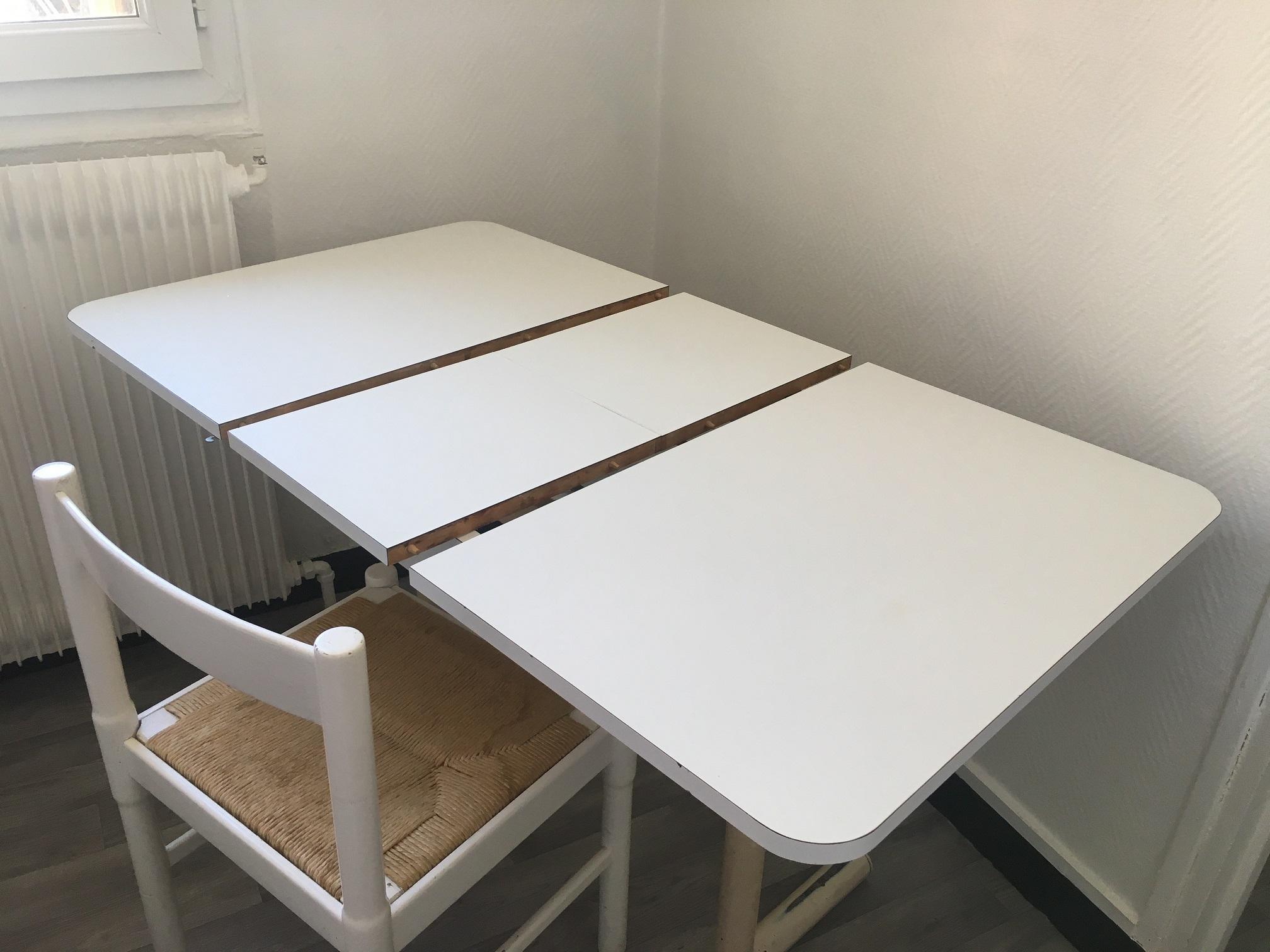 Photo don Table de cuisine + 4 chaises